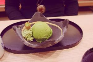 Tsujiri Honten green tea icecream scoop kyoto Japan JaPlanning travel
