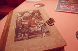 Alice in Wonderland restaurant shinjuku menu Tokyo Japan JaPlanning